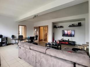 Bel appartement de 110m2 au coeur de Wavre, situé au 2ème étage d'un petit immeuble de 5 appartements , à 2 minutes &agrav