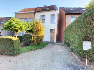 """Gelegen in een rustige woonwijk (Koningslo), aangenaam huis """"3 gevels"""" gelegen op een perceel van 4 tot 53 CA met een bewoonbare oppervlakte van +/- 1"""