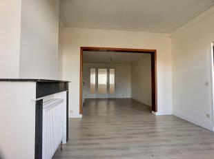 Laeken - appartement met een oppervlakte van 73 m² op de 2de verdieping van een gebouw met 2 verdiepingen. Dit appartement bestaat uit 3 kamers a