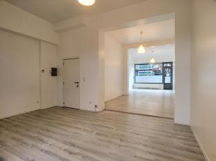 Wijk '' Bockstael ''. Gerenoveerde commerciële gelijkvloers van +/- 58 m² samengesteld als volgt: showroom van +/- 56 m² met een toilet
