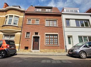 """Gelegen in het uitstekende gebied """"Pagodes"""", mooi goed onderhouden huis met een oppervlakte van + -176 m² op een perceel van 2 tot 09 CA. Samenst"""