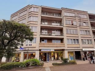 Licht appartement met 1 slaapkamer van + - 60m² gelegen op de 3e verdieping van een klein gebouw met lift. Het appartement is als volgt<br /> sam