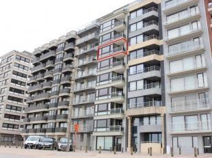 Gerenoveerd, niet gemeubeld appartement gelegen op de Zeedijk van Blankenberge, aan het staketsel, 6° verdieping. Frontaal zeezicht.