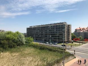 Deze parking is gelegen rechttegenover de duinen (Pier) op amper 50 meter afstand van de Zeedijk.  In- en uitrijden geschiedt door behulp van automati
