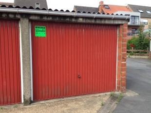 Gesloten garagebox in de Rerum Novarumstraat 20. Lengte: 5m50. Breedte: 2m75. Hoogte: 2m10.