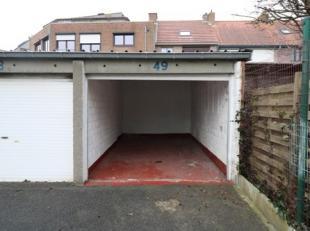 Ruime garagebox met plaats voor wagen en fietsen, ... Deze box bevindt zich in de Oudstrijdersstraat, dicht bij de haven. Afmetingen: Lengte: 5m50. Br