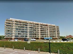 Residentie Neptunus:Private autostaanplaats, direct aan de achterzijde van de residentie, gesloten met een slagboomVlakbij de ZeedijkOnmiddellijk besc