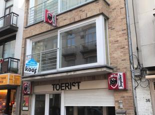 Dit centraal gelegen handelspand biedt tal van mogelijkheden en is gelegen in het centrum van Blankenberge. Glvl: grote ruimte met bar - 1ste verd: gr