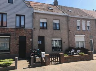 Ruime woning met grote zongerichte tuin/terras gelegen aan de stadsrand van Blankenberge.<br /> Inkom, ruime living met veranda, keuken, badkamer, 4 s