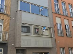 Dit prachtig, uniek nieuwbouwapp. bevindt zich in een kleinschalige residentie in het centrum van Blankenberge. Het app. omvat een ruime leefruimte me