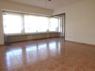 Verzorgd ongemeubeld appartement in een klein gebouw, op wandelafstand van de Zeedijk en centrum. Woonkamer met halfopen ingerichte keuken. 2 aaneensl