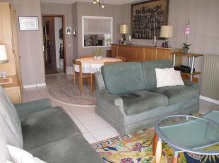 Zeer net onderhouden appartement met aangenaam terras op de Zeedijk. Gelegen op de 1ste verdieping.Living met zicht op zee, afzonderlijke keuken..Acht