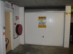 Ruime afgesloten garagebox op één van de centrale invalsweg in de stadskern.  Deze in de J. de Troozlaan gelegen garage is gelegen de -2