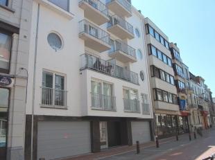 Modern ongemeubeld 1-slaapkamerappartement gelegen tegen de haven.  Dit appartement situeert zich op de 4de verdieping en bestaat uit inkomhal, leefru