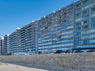 Gemoedelijk en royaal 2 slaapkamerappartement gelegen op een 10de verdieping, toegankelijk via ruime lift en opgebouwd uit inkomhal, leefruimte voorzi