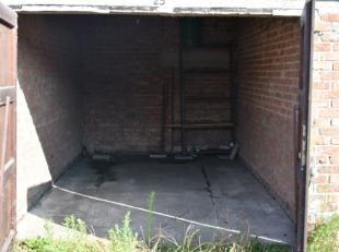 Autobox op gelijkvloerse binnenkoer, gelegen in de stadskern.<br /> Afmetingen: +/- 2m75 b x 5m70 d<br /> HUURPRIJS: 1080 EUR/jaar