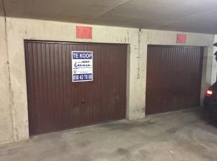 Makkelijk in te rijden garagebox in het garagecomplex onder de res. POSEIDON, slechts op 100m van de Zeedijk thv de BEACHCLUB.<br /> Diepte : 5m50.<br