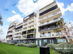 Dit prachtig luxe-appartement is gelegen in de nieuwbouwwijk aan de Oosteroever te Oostende.<br /> Dit eigendom is slechts een steenworp verwijdert va