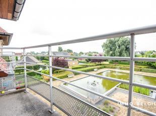 Op het mooie domein van Green Garden, nabij het commercieel centrum van het pittoreske De Haan, huisvest dit gezellig appartement.Green Garden beschik
