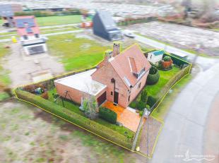 In een rustige woonwijk in de Vosseslag, een deelgemeente van De Haan huisvest deze charmante woning. Deze eigendom is op fietsafstand verwijderd van