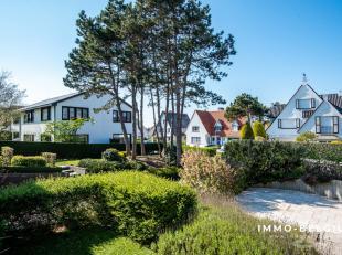 Op top ligging in het pittoreske De Haan namelijk de Concessie treffen we deze gerenoveerde woning.Het betreft hier een half open bebouwing die dateer