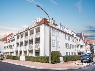 """In de residentie """"Mont Martin"""", gelegen in de Nieuwe Concessie in De Haan, resideert dit fantastisch duplex appartement. Deze eigendom geniet van een"""
