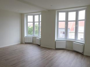 Dit recent gerenoveerd 2 slaapkamer appartement is gelegen in Mariakerke, in een rustige woonwijk. Het appartement bestaat uit ruime woonkamer, afzond