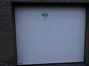 TE HUUR: Garage voor wagen of als stapelruimte