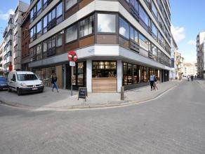 Ruime hoekpand Wapenplein Oostende - handelsgelijkvloers met bruikbare kelder - Brabantstraat 2A - 2 x 223m² bruikbare oppervlakte - ramen over d