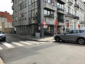 """Ruime hoekwinkel op centrumlocatie naast """"De Grote Post"""" - 110m² winkeloppervlakte - 12 meter etalage - parkeerfaciliteiten in nabije omgeving -"""