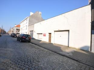 Werkplaats / loods stadsrand Oostende - 305m² grondoppervlakte met automatische inrijpoort - sanitair aanwezig - perceel tevens geschikt voor bou