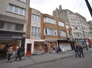 Appartement centrum Oostende - eerste verdieping zonder lift - 75m² woonoppervlakte.<br /> Inkomhal - 2 slaapkamers - living - ingerichte keuken
