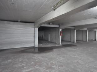 """Grote garagebox nummer 13 gelegen in afgesloten garagecomplex """"RITZ"""" - midden in het Historisch stadscentrum te Oostende - kelderverdieping met autoli"""