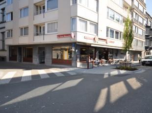 Handelsgelijkvloers gelegen op de hoek Jozef II-Straat / Christinastraat - gelijkvloers 194m² + 2 kelders 45m² - momenteel uitgebaat als tav