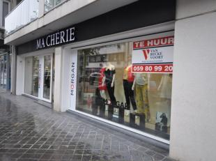 Instapklaar handelsgelijkvloers op commerciële ligging -  momenteel uitgebaat als kledij winkel 'Ma Chérie' - moderne nieuwe inrichting si