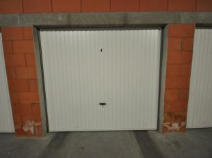 Gunstig gelegen volumineuze garagebox n° 4 in Oostende - afgesloten garagecomplex met afstandsbediening - gelijkvloersverdieping - actueel verhuur