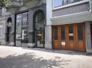 Uitzonderlijk ruime garage, stapelplaats en werkplaats met kantoorruimte - centraal gelegen centrum Oostende - 3 delen samen 585 m² - ingang kant