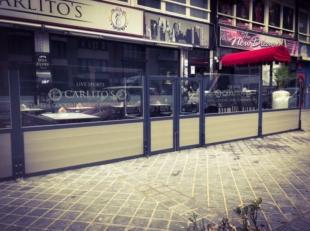 Hyper trendy taverne gelegen in druk uitgaanskwartier Oostende - brede voorgevel met mooi zonneterras - stijlvolle interieurinrichting - 100% professi