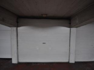 """Grote garagebox nummer 133 gelegen in afgesloten garagecomplex """"RITZ"""" - midden in het Historisch stadscentrum te Oostende - zesde verdieping met autol"""