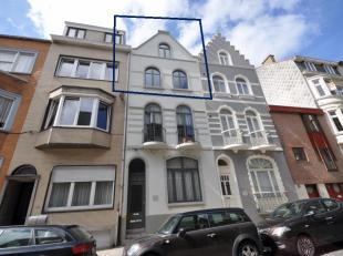 Verzorgd duplexappartement in karaktervolle pand - vlakbij Koningspark Oostende en zee - 2° verdieping zonder lift - nabij zwembad, zeedijk en com