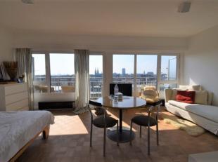 Trendy studio 35m² met open stadszicht op de 9° verdieping in volle stadscentrum Oostende - inkomhal met moderne inbouw vestiairekast - leefr
