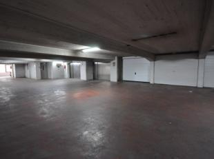 """Grote garagebox nummer 165gelegen in afgesloten garagecomplex """"RITZ"""" - midden in het Historisch stadscentrum te Oostende - zevendeverdieping met autol"""