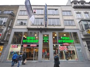 Een groot handelsgelijkvloers op absolute AAA toplocatie Oostende - 311m² winkeloppervlakte + 151m² stockruimte - TOPLOCATIE !!<br /> <br />