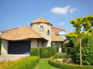 Een recente villa in Spaanse stijl op rustige locatie te Middelkerke - bouwjaar 2001 - zonnige perceel van 750m² grondoppervlakte - inkomhal met