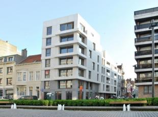 Nieuwbouw appartement met twee slaapkamers nabij het Petit Paris. Mooie living met ingerichte open keuken. Ruime berging bij de keuken. Badkamer met l