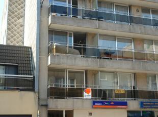 3 slaapkamer appartement gelegen te Mariakerke. Ruime living in parket met balkon vooraan. Ingerichte keuken en badkamer met daglicht. Alle slaapkamer