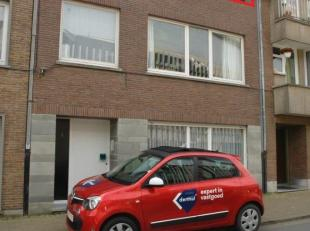 2 slaapkamer appartement gelegen te Mariakerke op het 2de verdiep. Afzonderlijke keuken, badkamer met ligbad en aansluiting wasmachine. Berging op het