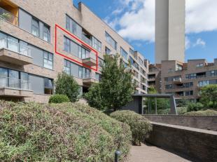Luxe appartement met 2 slaapkamers op de 4° verdieping van deze zonovergoten en perfect onderhouden residentie in volle stadscentrum.<br /> Zuidge