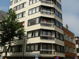 2 slaapkamer appartement gelegen in het midden van het centrum. Ruime living in parket met veel lichtinval, zongericht.  Grote slaapkamers achteraan.