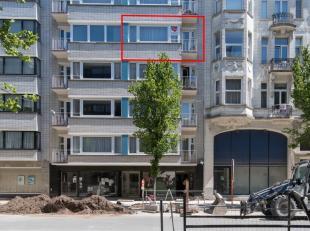 Ruim en zonnig gelegen appartement in de vernieuwde Rogierlaan. 4e verdieping en met 2 slaapkamers (mogelijkheid 3). Op wandelafstand van zee, strand